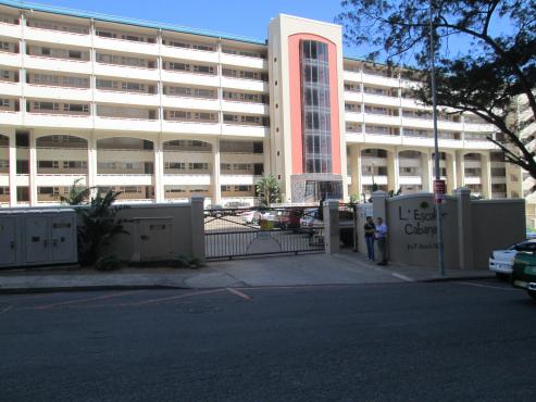 Seaview apartment in Amanzimtoti for sale