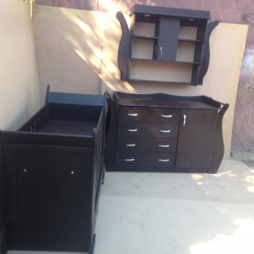 Baby Cot and Compactum with Display -R 6999,00 Sur 17