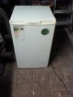 Hisens bar fridge 110 White