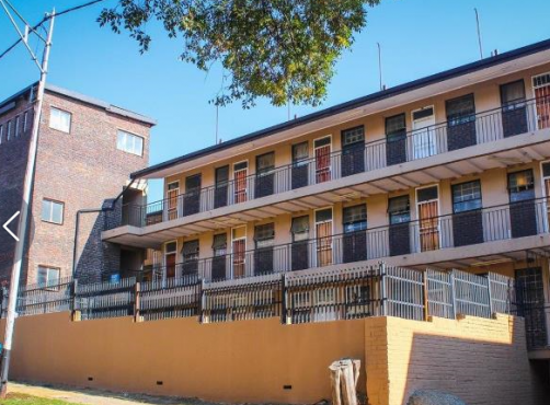 Room 2 rent in flat in Redmar Court Becker str R2500  Share kitchen and bathroom call 071 026 9029