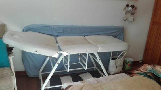 Beauty salon/ massage bed