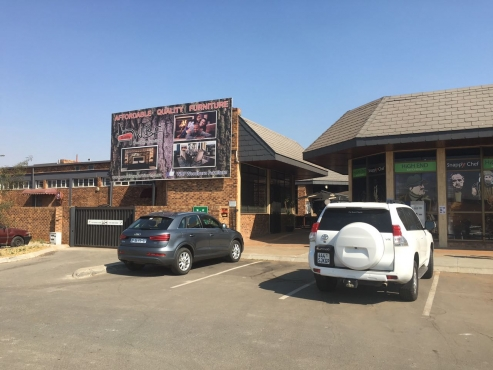 PRIME RETAIL SPACE / SHOWROOM TO LET IN THE HEART OF CENTURION!!!