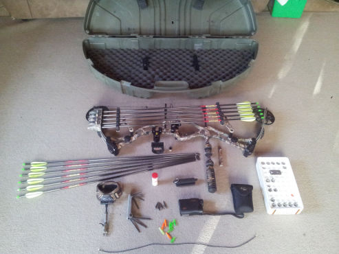 Hoyt Katera XL Left Hand Bow in excellent condition complete Hunter Setup! Lots accessories!