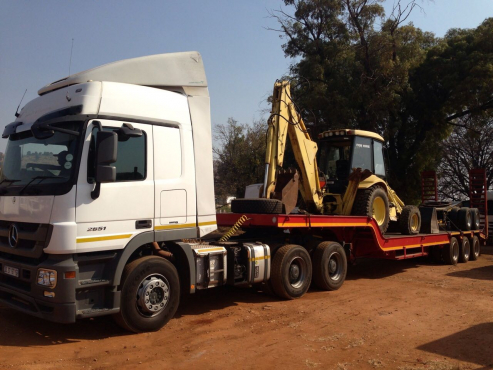 Lowbed for Hire,Transport of Equipment,TLBs,Graders