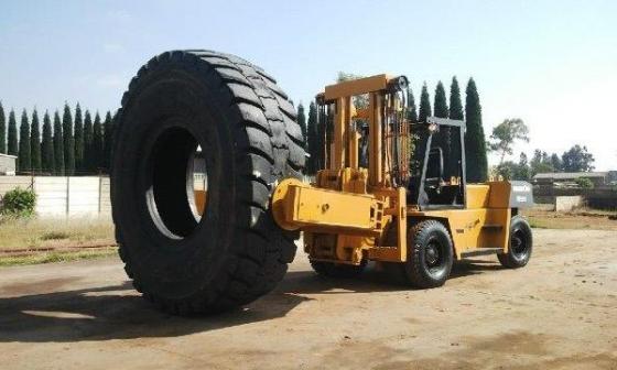 13.5 ton Komatsu Tyr