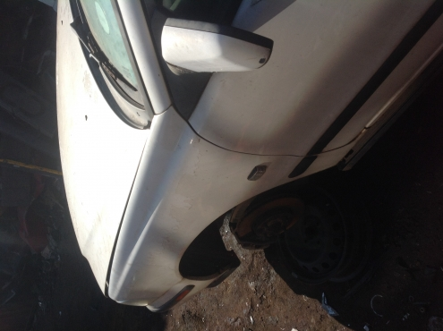 Stripping Volvo S40 2004 for Spares