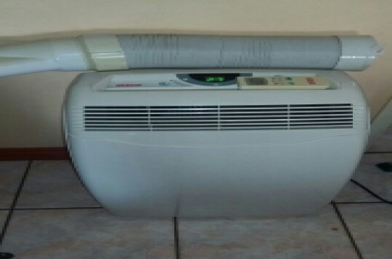 Goldair portable airconditioner/Heater•