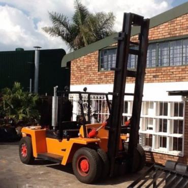 14 ton Clark Forklift