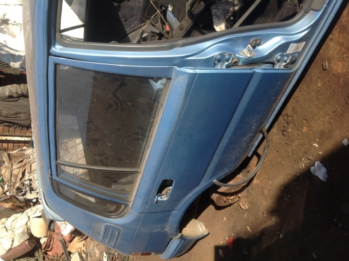 Stripping Toyota Conquest 1998 for Spares