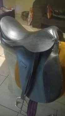 almost brand new 17 saddle