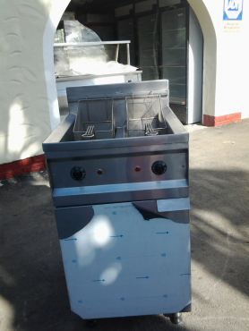 brand new  Stainless steel  Fast 2x10 litre industrial chip fryer new complete on special