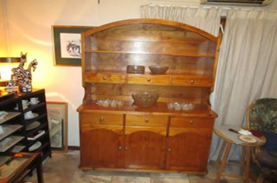 OREGON PINE DRESSER / SIDE BOARD