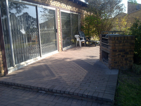 Vaal Marina , Holliday homerTown House Cormorant Bay furniture and boat, boat house and Jetty +-R1.3
