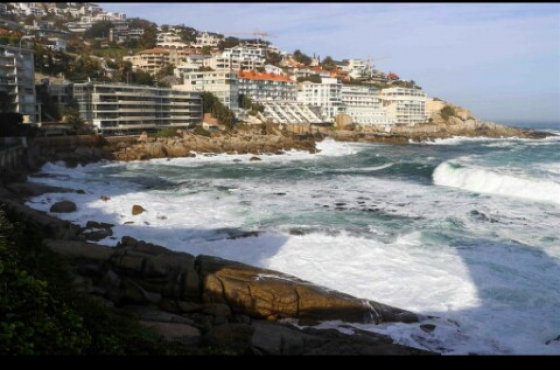 two bedroom flat to rent at sea point
