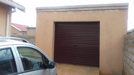 Diepkloof garage to let for R1400 all inclusive, prefer couple