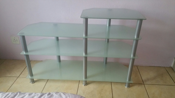 TELEVISION STAND (EXCELLENT CONDITION, WELL LOOKED AFTER)