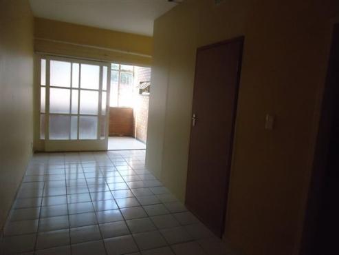 Crosby 1bedroom, bathroom, kitchen, lounge, secure flat in building Rental R2500