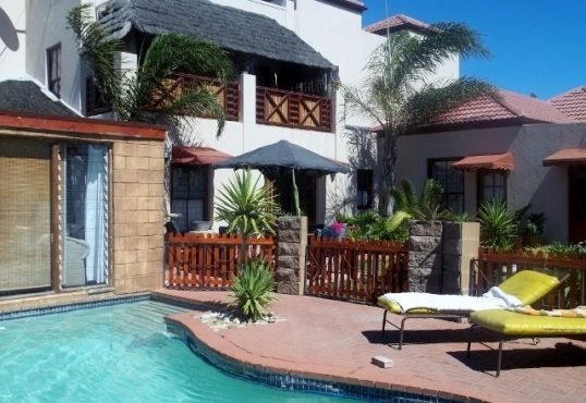 Guest House for sale in Parklands