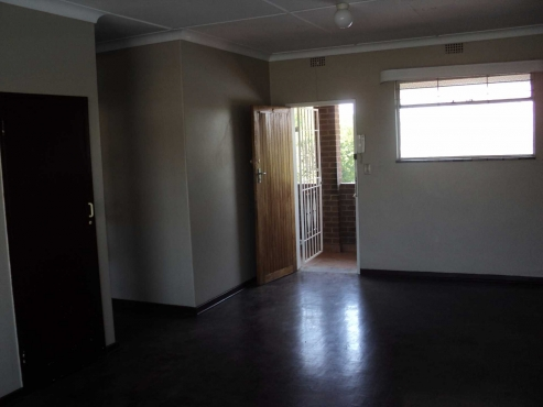 Linmeyer 1bedroom, bathroom, kitchen, lounge, secure parking, pre-paid electricity Rental R3500