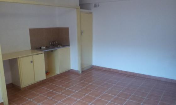 Ferndale open plan bachelor near multichoice Rental R3500 pre-paid electrcity
