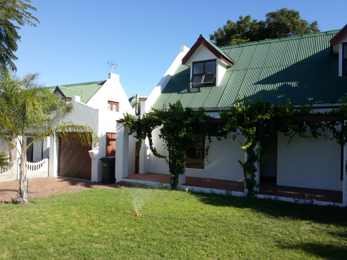 Brackenfell - 3 Bedroom Cottage Style House with open loft