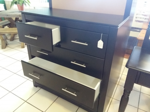 Janel 5 Drawer Chest of Drawers - Black