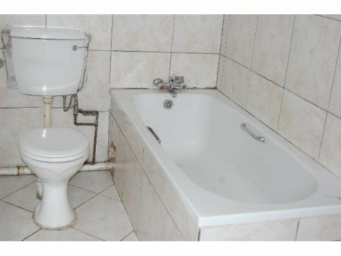 Rembrandt Park near Greenstone 1bed, bath, kitchen, lounge, Rental R3900