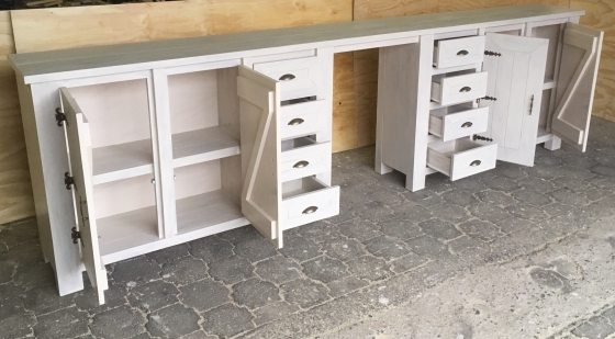 Food server Chunky Cottage series 3800 with 8 drawers and 4 doors Stained antique white