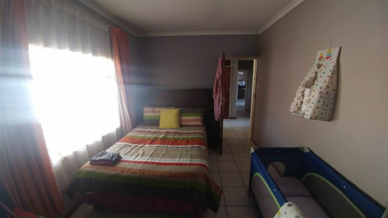Near Turfontein primay massive 2bedroome dhouse with 2 bathroom,s to let for R6000