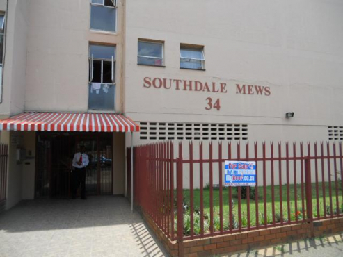 Southdale 2bedrooms, bathroom, kitchen, lounge, Rental R4000 pre-paid electricity