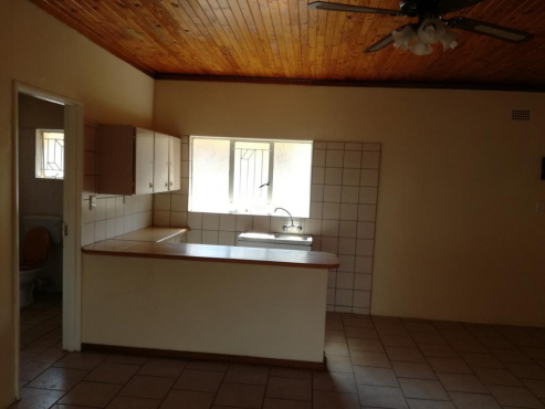 Cyrildene 1bedroomed garden cottage to let for R3500 near Eastgate and China Town no pets, no kids,