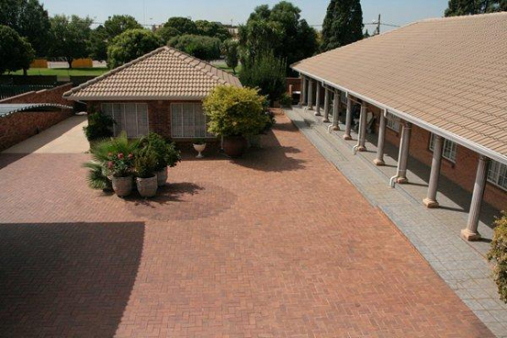 Kempton Park X4, 2 flats to let