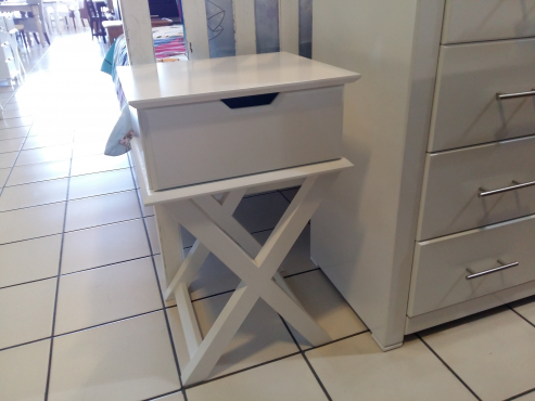 Mia Pedestals / Bedside Table - White