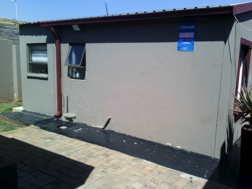 Dobsonville large 3bedroomed house family home with bathroom, kitchen, lounge, modern RENTAL R5000 P