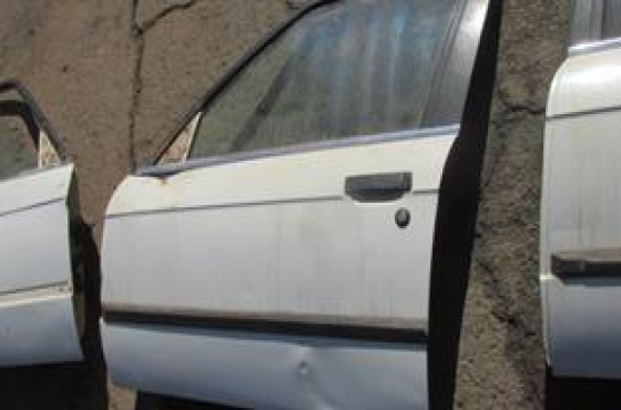 BMW E30 Left Front Door Shell White For Sale & BMW E30 Left Front Door Shell White For Sale | Junk Mail