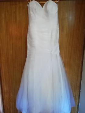 Pre loved wedding dress