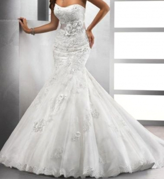 NEAREST CASH OFFER FOR 28 NEW WEDDING GOWNS & ACCESSORIES