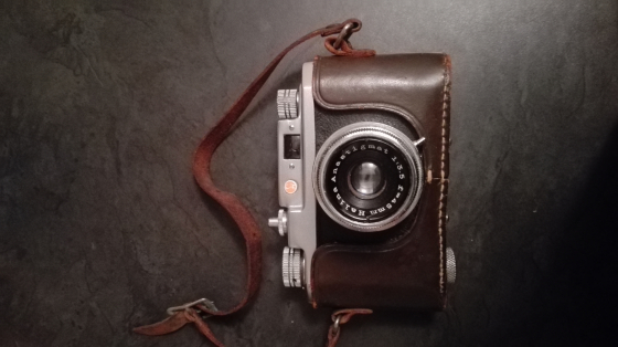 Looking for someone who collected vintage camera make me a good offer