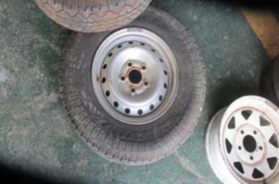 2016 Mahindra Genio Rim & Tyre For Sale