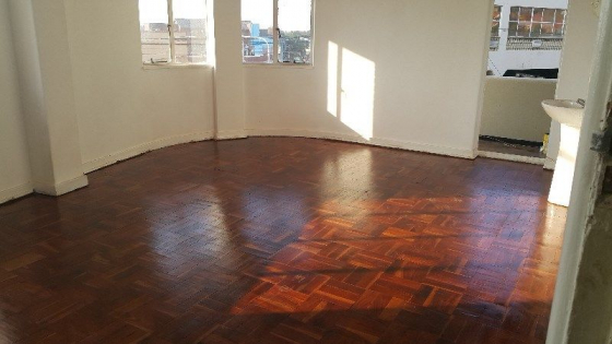 West Turfontein border Southdale bachelor flat with open plan living area Rental R2000