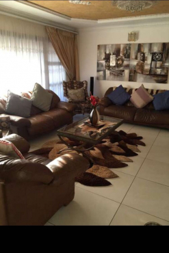 Leather sofas and coffee table for sale in Mabopane.