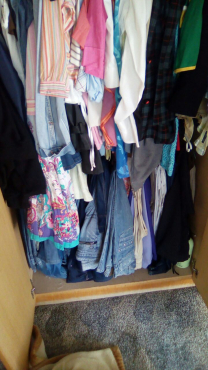 I  pay cash for second  hand clothes for man  woman kiddies.must be clean