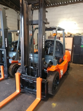 TOYOTA 7FD40 - 4 TON DIESEL FORKLIFT FOR SALE!