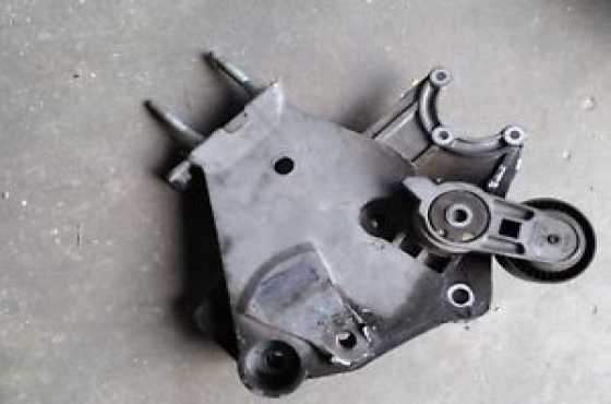 Chrysler neon 2.0 furn belt tensioner with bracket   FOR SALE    Contact 0764278509  whatsapp 076427