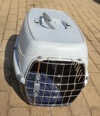Plastic Cat/puppy crate