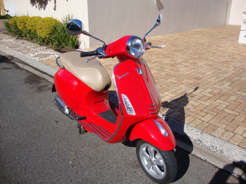 2016 Vespa 150 Primavera ABS - AUTOMATIC - Only 1,600 kms
