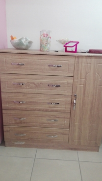 2 Units of  5 drawer