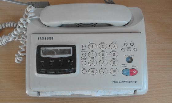 Samsung The Genius 150T with broken screen cover. Everything else is working.
