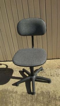 3 X Tikster stoele