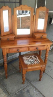 Oregon Pine Dressing table and stool